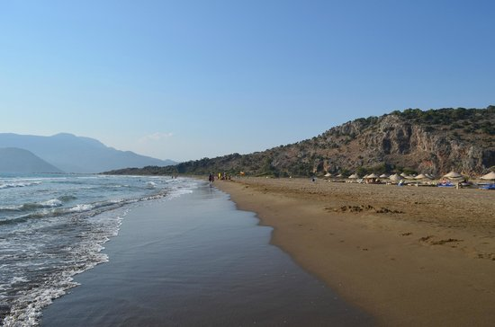 Asena Motel: Beach in the afternoon