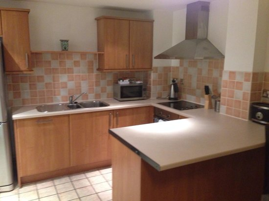 Base Serviced Apartments Duke Street: Kitchen