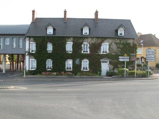 Chambres d'hotes de Carentan : outside street view
