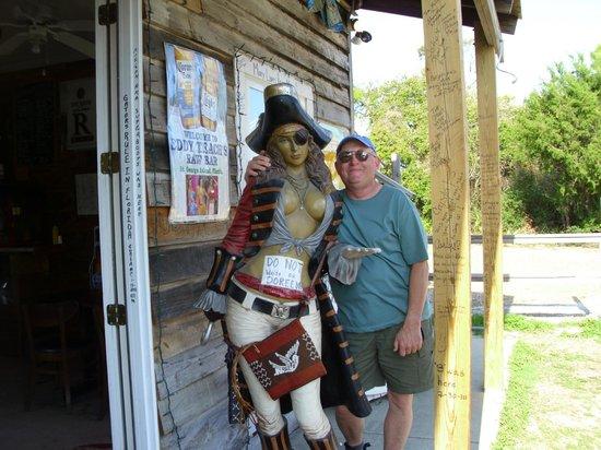 "Eddy Teach's Raw Bar : I drank the pirate ""pretty"""
