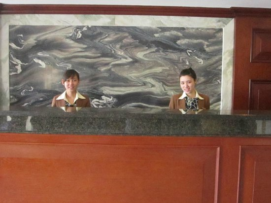 Dalat Plaza Hotel: Front desk