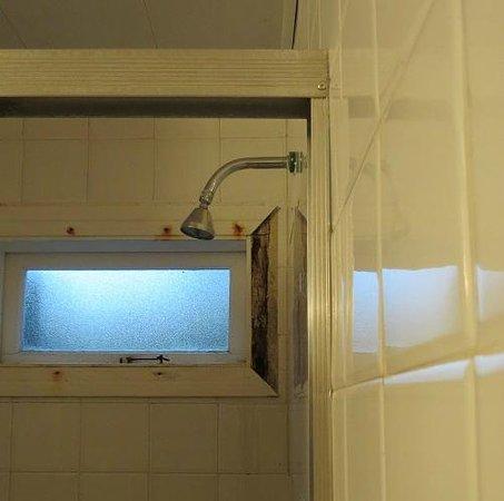 Hotel Cabeca de Boi: Banheiro da suíte com conservação precária