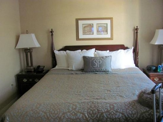 The Saint Paul Hotel: Scratchy sheets; bottom sheet kept untucking and sliding off