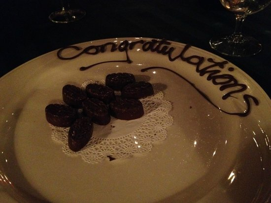 Friend's Lake Inn: Chocolates to celebrate the wedding couple!