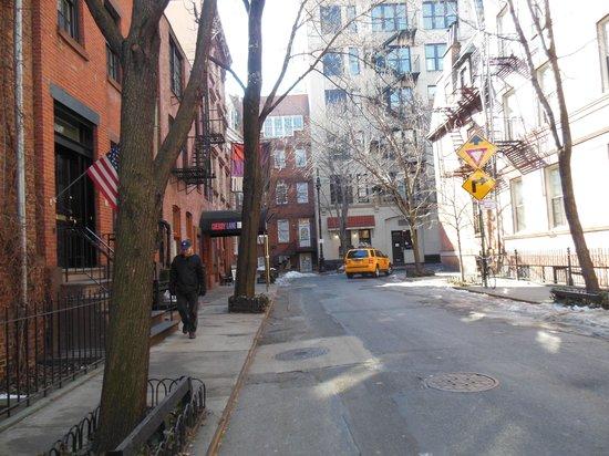 Greenwich Village: Curved street in Manhattan