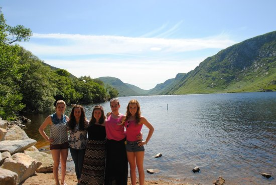 Castillo Glenveagh: 5 friends at the lake. Incredible views. Love this place!