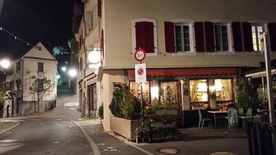 Tralala Hotel Montreux: The cobble streets near the hotel