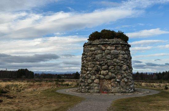 Culloden Battlefield : Monument