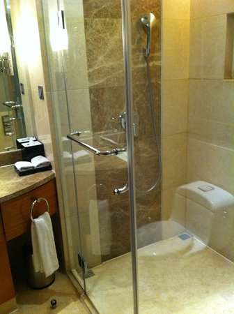 Wanda Realm Beijing: A photo of the shower enclosure