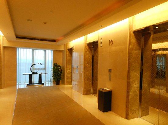 Wanda Realm Beijing: Elevator area