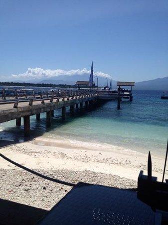 Hotel Vila Ombak: At the dock.