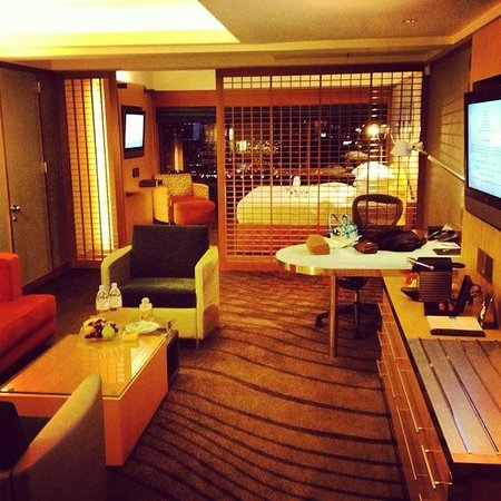Pan Pacific Singapore: Our huge club suite