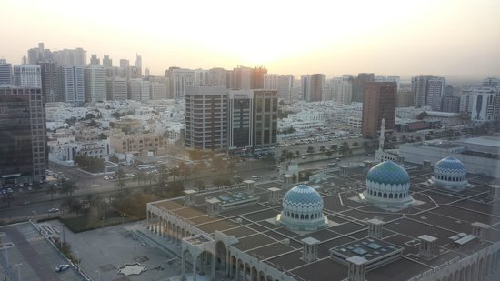 Cristal Hotel Abu Dhabi: Early morning breakfast view...