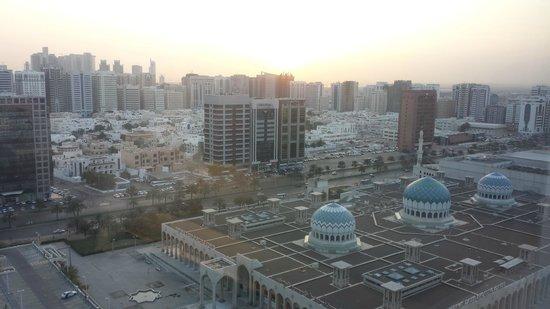 Cristal Hotel Abu Dhabi : Early morning breakfast view...