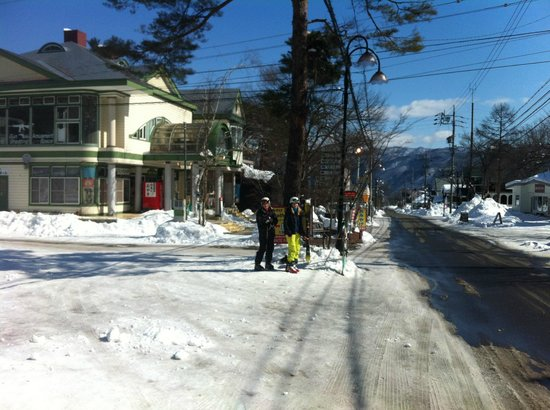 Hakuba Echo Hotel: Waiting for the shuttle bus (across road from hotel)