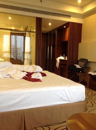 Holiday Inn Shanghai Hongqiao: 객실