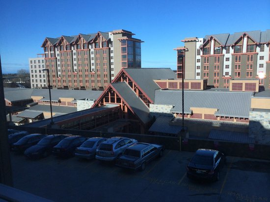 River Rock Casino Resort: Looking to the left from our room window (8th floor).