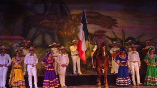 Grand Palladium Colonial Resort & Spa : Ballet estable del Palladium, felicitaciones!