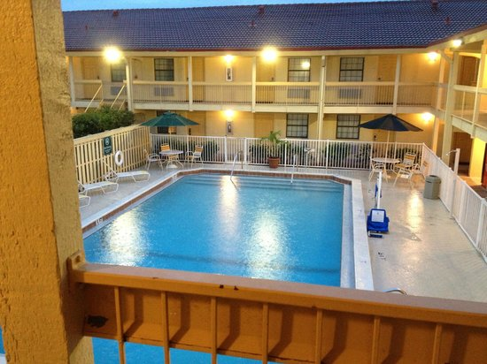 La Quinta Inn Fort Myers Central : Outdoor Pool
