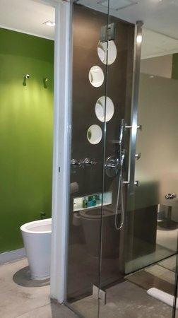 Be Trimos Hotel: Baño