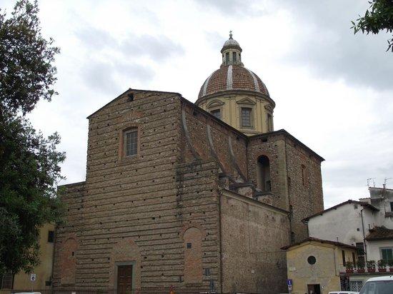 Oltrarno: Fachada da Igreja San Frediano in Cestello visa da Piazza Cestello