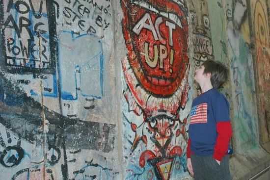Newseum: More Berlin Wall