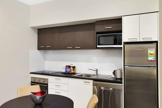 Quest Maitland: One Bedroom - Kitchen
