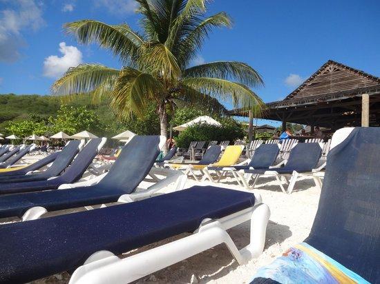 Playa Porto Marie : Espreguiçadeiras disponíveis