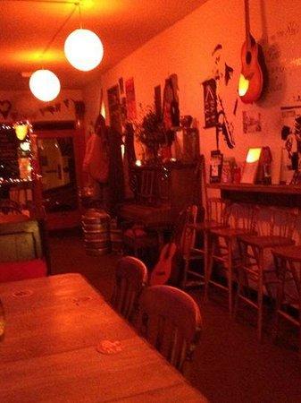 Pebbles Tavern: Peaceful!