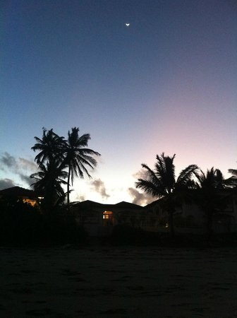Barefoot Beach Pad: Barefoot at dusk (moon rising)