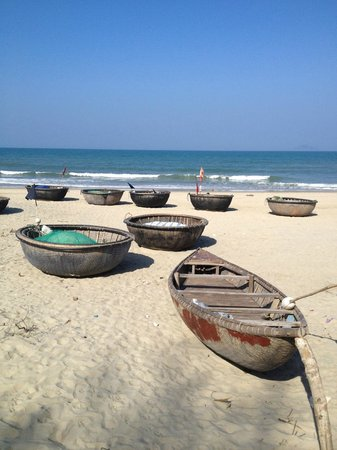 Cua Dai Beach, fishing vessels