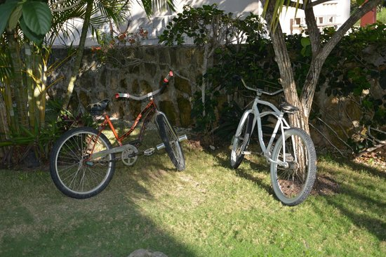 Almond Tree Hotel Resort: Bicycles available to borrow to go to town.