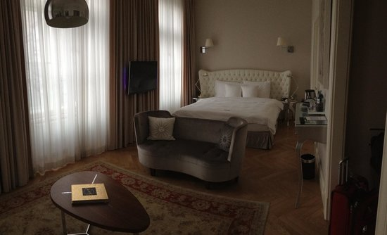 Hotel Sans Souci Wien : The suite I had featured heated floors in the bathrooms and high ceilings.