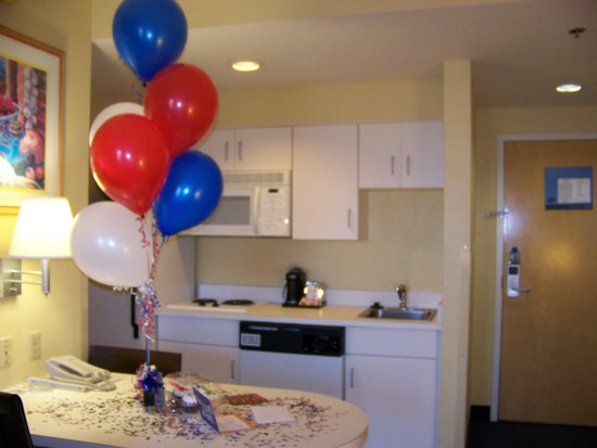Hampton Inn & Suites Mooresville/Lake Norman: Kitchen area of suite