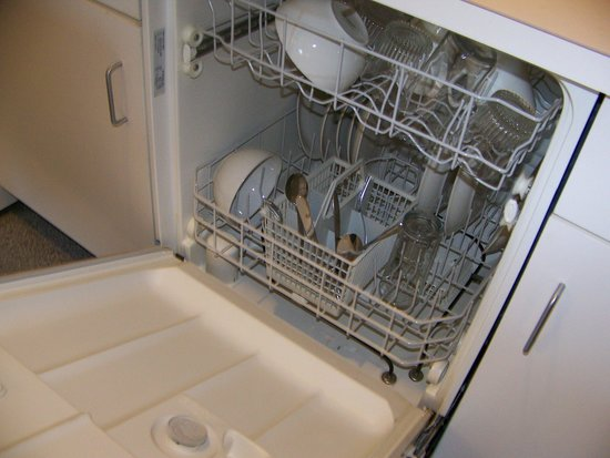 Hampton Inn & Suites Mooresville/Lake Norman: fully loaded dishwasher in suite