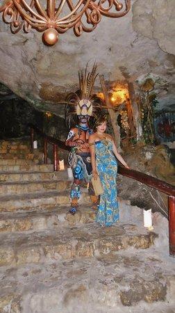 Alux Caverna Restaurant Lounge: adrianita