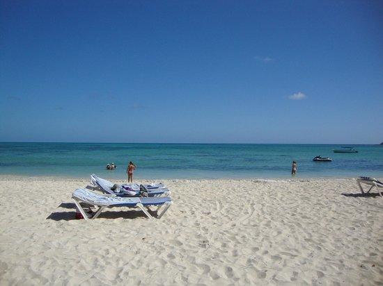 Cocoplum Beach Hotel: La playa