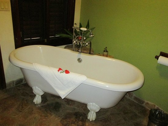Hidden Valley Inn: gorgeous claw foot tub