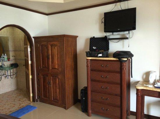 La Laguna Beach Club & Dive Centre : Hotel room.