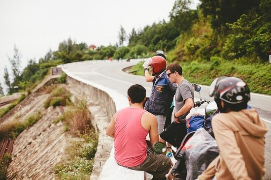 Hue Riders : Stop for scenery