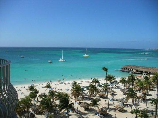 Hotel Riu Palace Aruba: Looking towards beach
