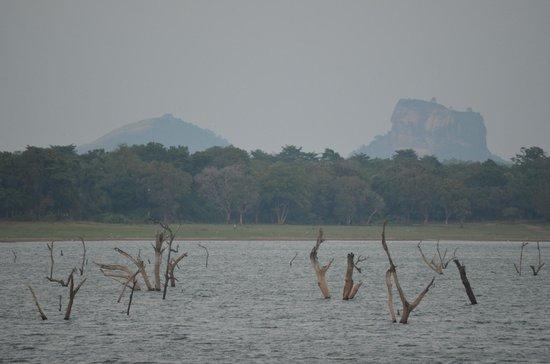 Amaya Lake: Pidurangala and sigiriya