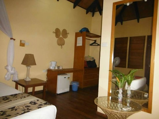 Club Fiji Resort : part of the room