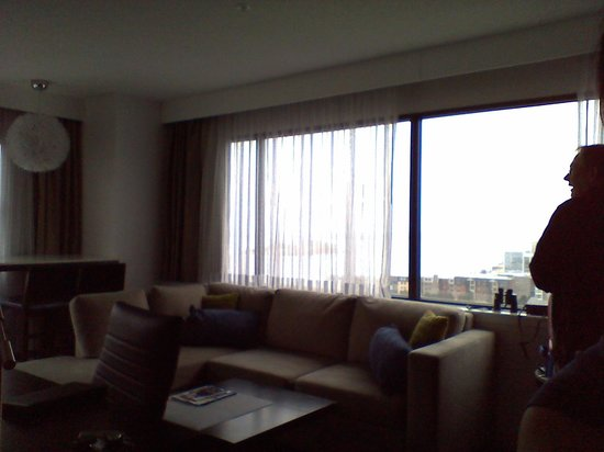 The Hollis Halifax - a DoubleTree Suites by Hilton : living room