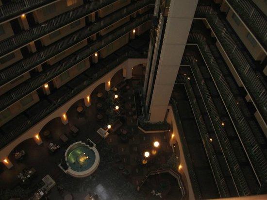 Embassy Suites by Hilton Dallas Love Field: Atrium