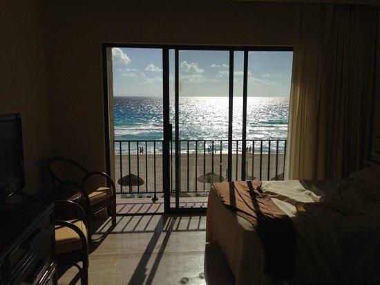 The Royal Caribbean: Breathtaking beachfront views