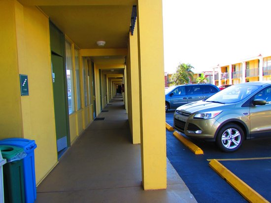 Quality Inn Airport: outside entrance