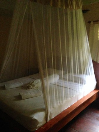 Balenta Bungalows : comfy bed...didn't even need to use the mozzy net