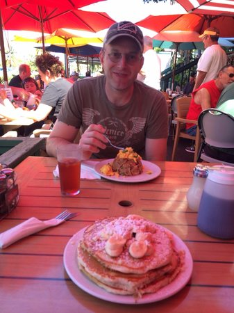 Kihei Caffe: Pork fried rice & banana macadamia nut buttermilk pancakes ! Both were awesome !