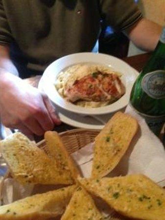 Hector´s Bistro: Pasta gorgonzola with grilled chicken at Hector's